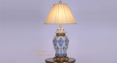 home decoration golden copper blue and white porcelain table lamp, vintage beauty design table light, luxury wedding gift